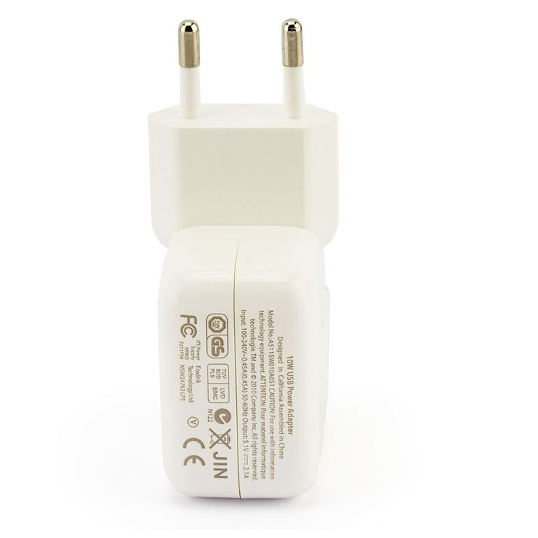 6836-Carregador-USB-para-iPad-iPhone-e-iPod-na-tomada-Cirilo-Cabos-1